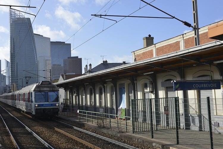 gare Courbevoie.jpg